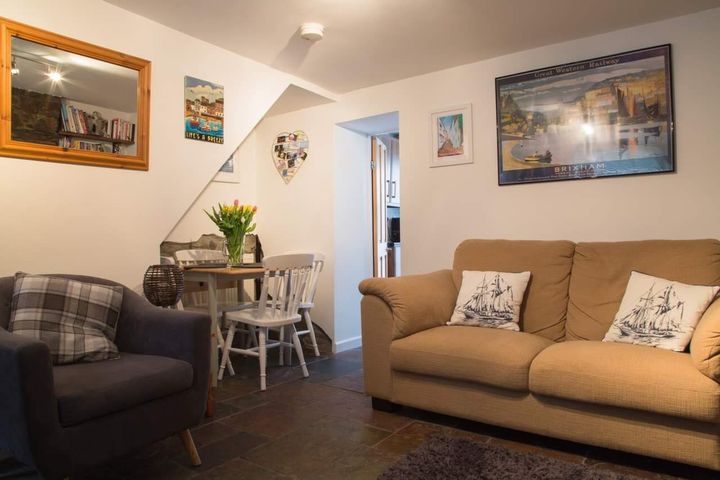 Salty's Cottage Dog Friendly Living Room