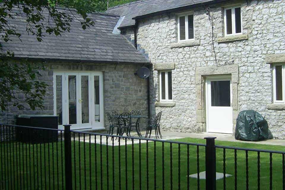 Riverside House Pet Friendly Cottage Buxton