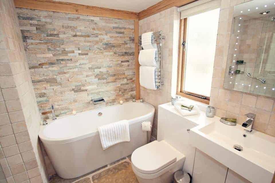 Brecon Retreat Luxury Dog Friendly accomodation Brecon Bathroom.jpg