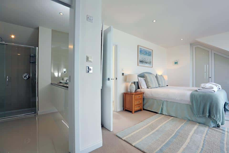 Crantock Bay Dogfriendly bedroom.jpg