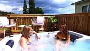 Lodges with hot tubs in Devon 100k.jpg