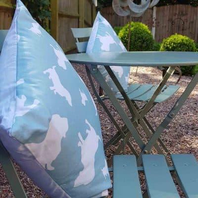 ZukieStyle Bassett Hound Silhouette Cushion